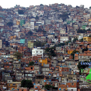 Favela w Rio de Janeiro autor: metamorFoseAmBULAante, Urbanizacja w krajach wysoko i słabo rozwiniętych - zjawiska