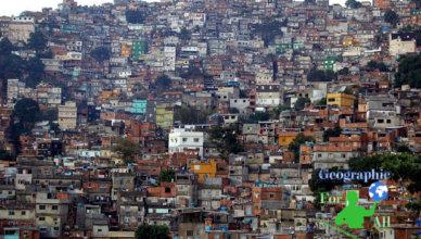 Favela w Rio de Janeiro autor: metamorFoseAmBULAante