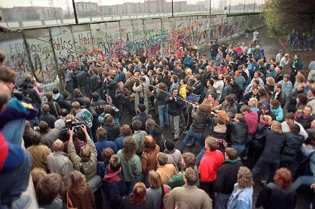 Obalenie muru berlińskiego Jakie topaństwo?