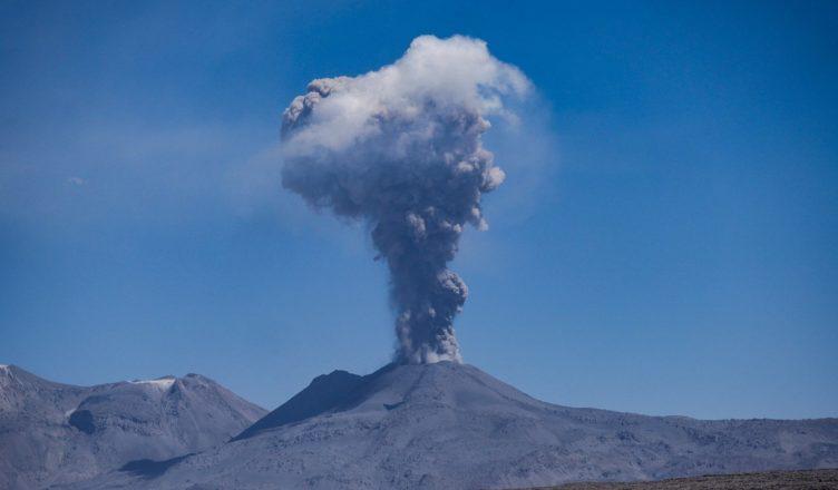 Negatywne i pozytywne skutki zjawisk wulkanicznych